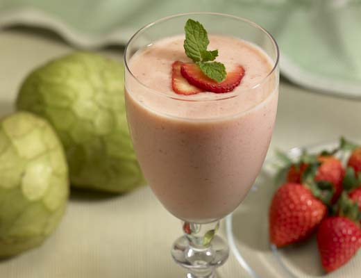 BlogPost_3_Strawberry_Cherimoya_Smoothie